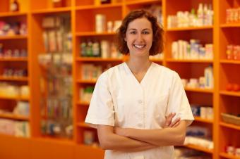 https://cf.ltkcdn.net/jobs/images/slide/33403-849x565-pharmacist_job.JPG