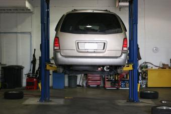 https://cf.ltkcdn.net/jobs/images/slide/33404-849x565-auto_service_center.JPG