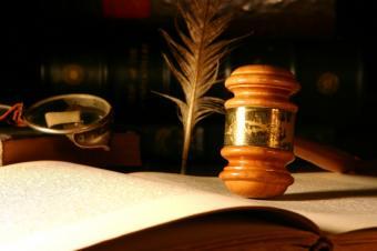 https://cf.ltkcdn.net/jobs/images/slide/33465-849x565-court_case.JPG