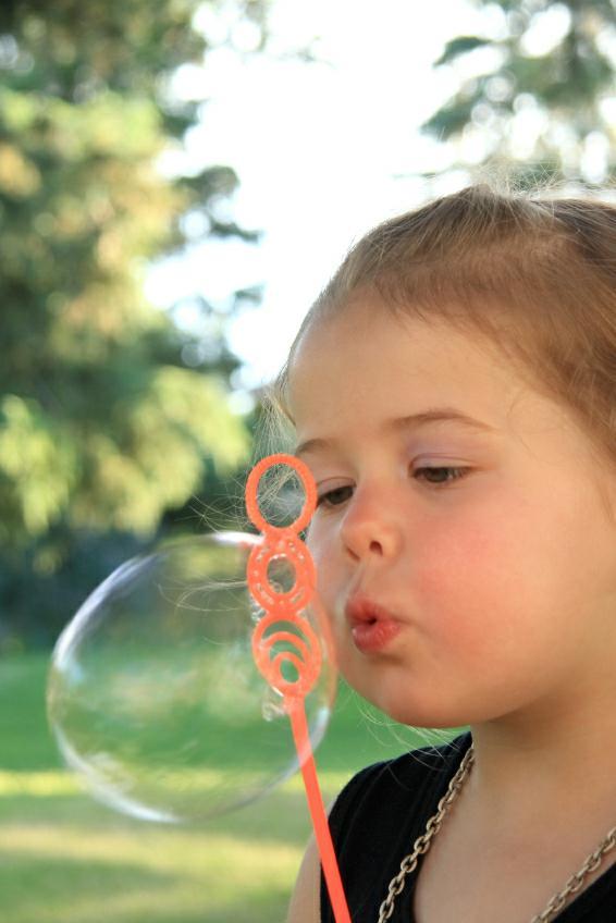 https://cf.ltkcdn.net/kids/images/slide/128104-566x848r1-Blowing-Bubbles.jpg