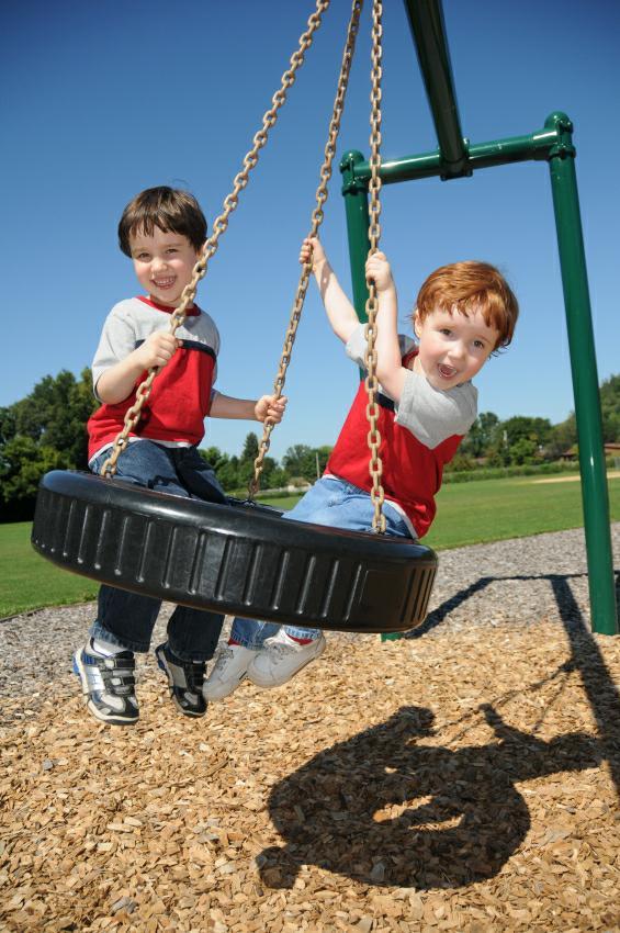 https://cf.ltkcdn.net/kids/images/slide/128109-565x850r1-Spring-Tire-Swing.jpg