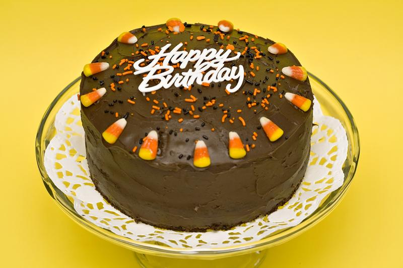 https://cf.ltkcdn.net/kids/images/slide/147352-800x533r1-Candy-corn-bday-cake.jpg
