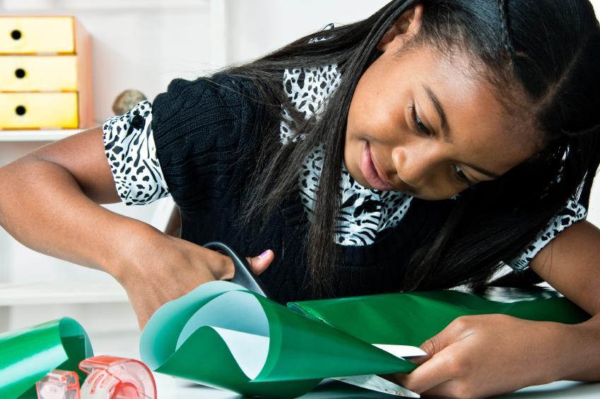https://cf.ltkcdn.net/kids/images/slide/164196-849x565-girl-wrapping-gift.jpg