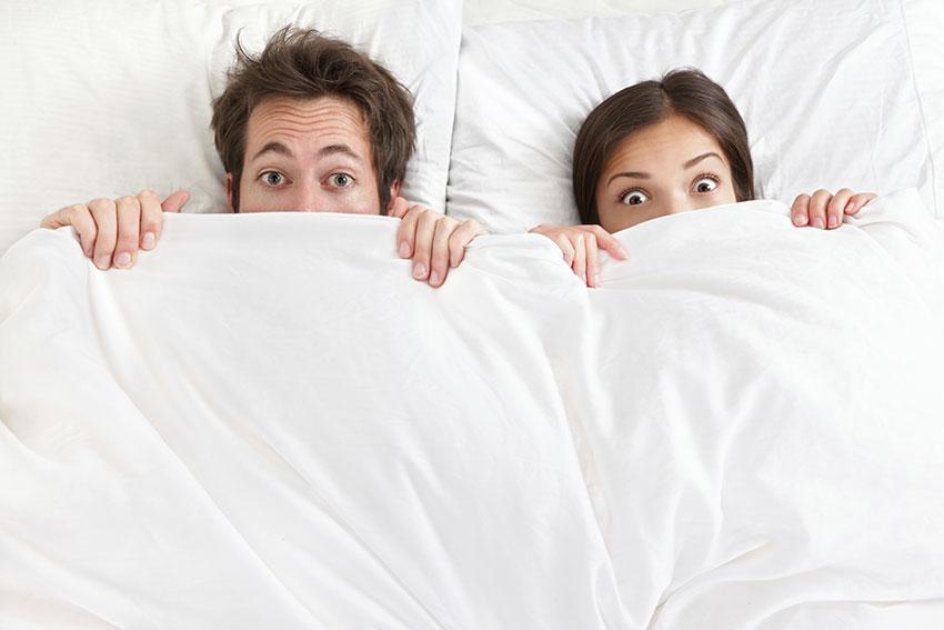 https://cf.ltkcdn.net/kids/images/slide/191371-850x567-couple-under-covers.jpg