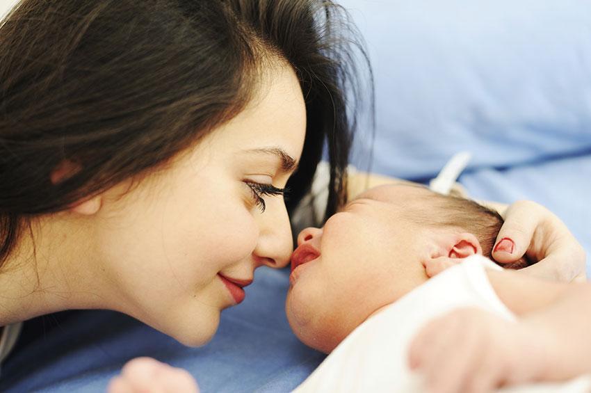 https://cf.ltkcdn.net/kids/images/slide/191570-850x565-happy-mother-and-baby.jpg