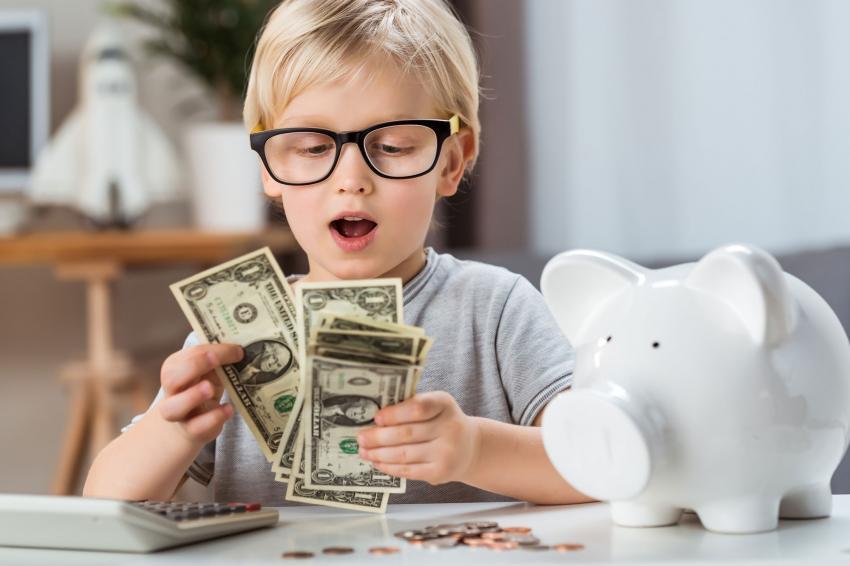 https://cf.ltkcdn.net/kids/images/slide/237821-850x566-child-counting-money.jpg