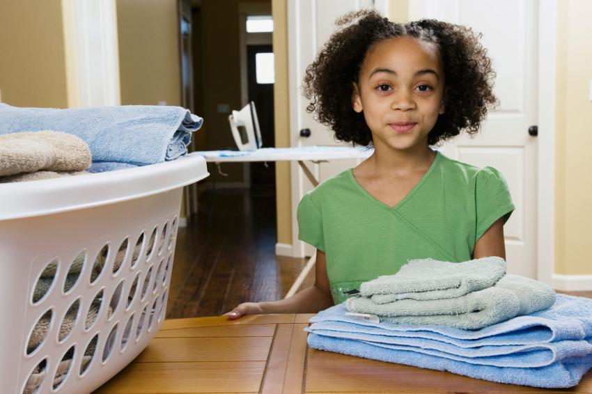 https://cf.ltkcdn.net/kids/images/slide/237824-850x566-Girl-Folding-Laundry.jpg