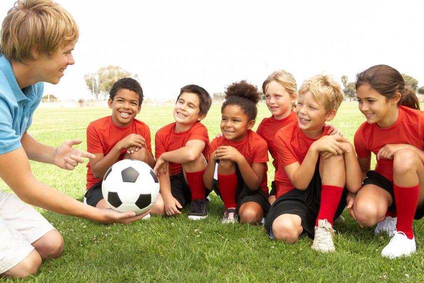 https://cf.ltkcdn.net/kids/images/slide/241053-850x567-boys-and-girls-learning-soccer.jpg