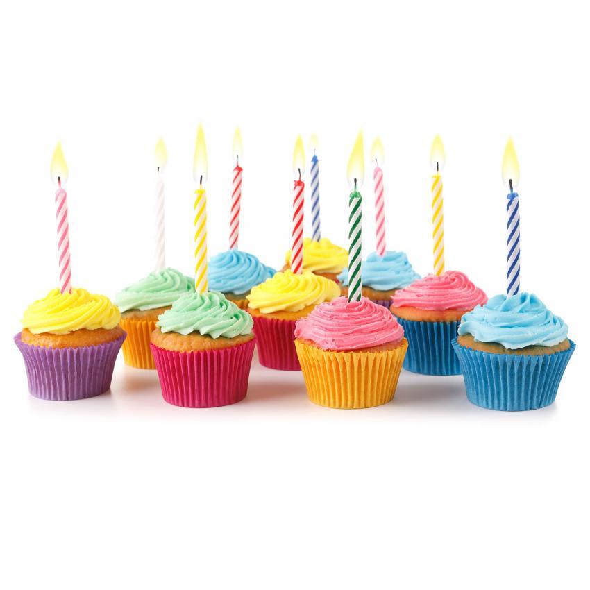 https://cf.ltkcdn.net/kids/images/slide/241221-850x850-cluster-of-birthday-cupcakes.jpg