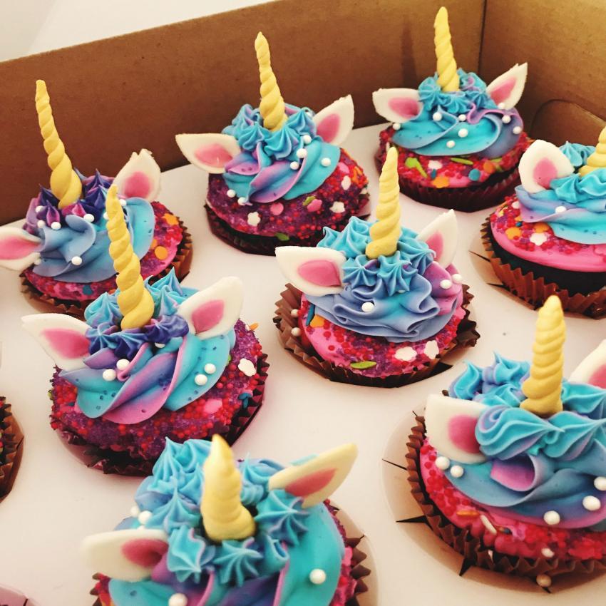 https://cf.ltkcdn.net/kids/images/slide/241225-850x850-unicorn-birthday-cupcakes.jpg