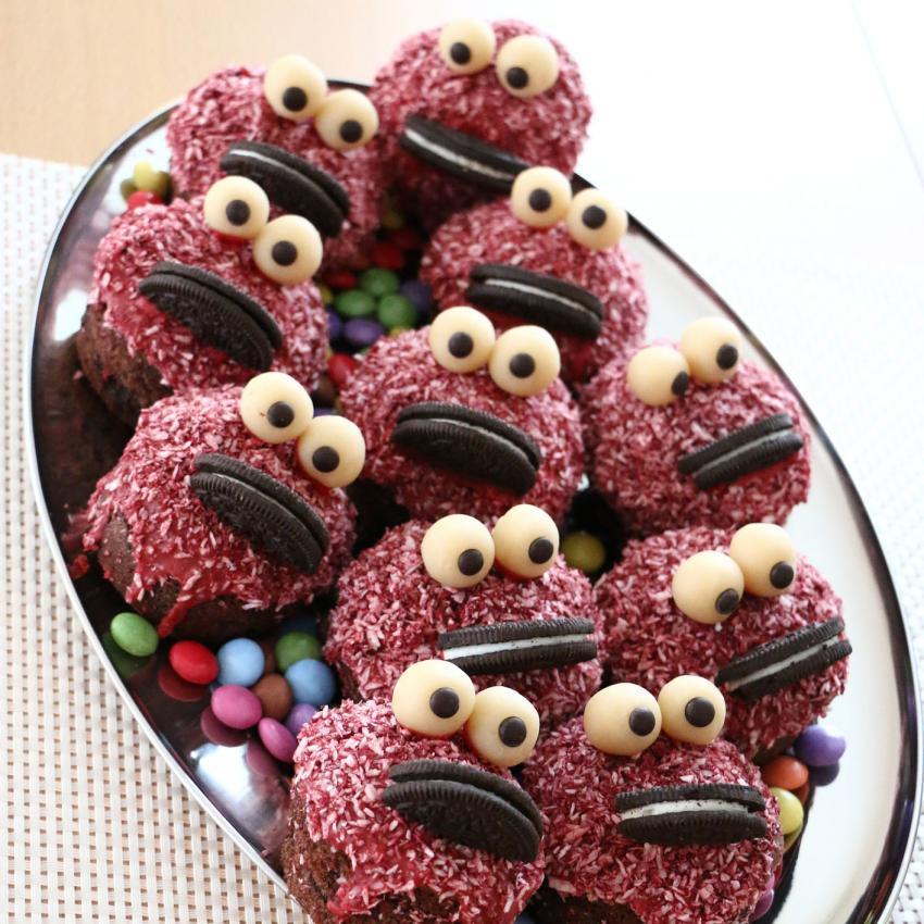 https://cf.ltkcdn.net/kids/images/slide/241226-850x850-monster-face-cupcakes.jpg