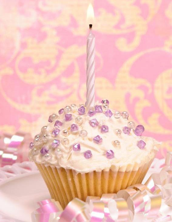 https://cf.ltkcdn.net/kids/images/slide/241241-567x728-purple-gems-cupcake.jpg