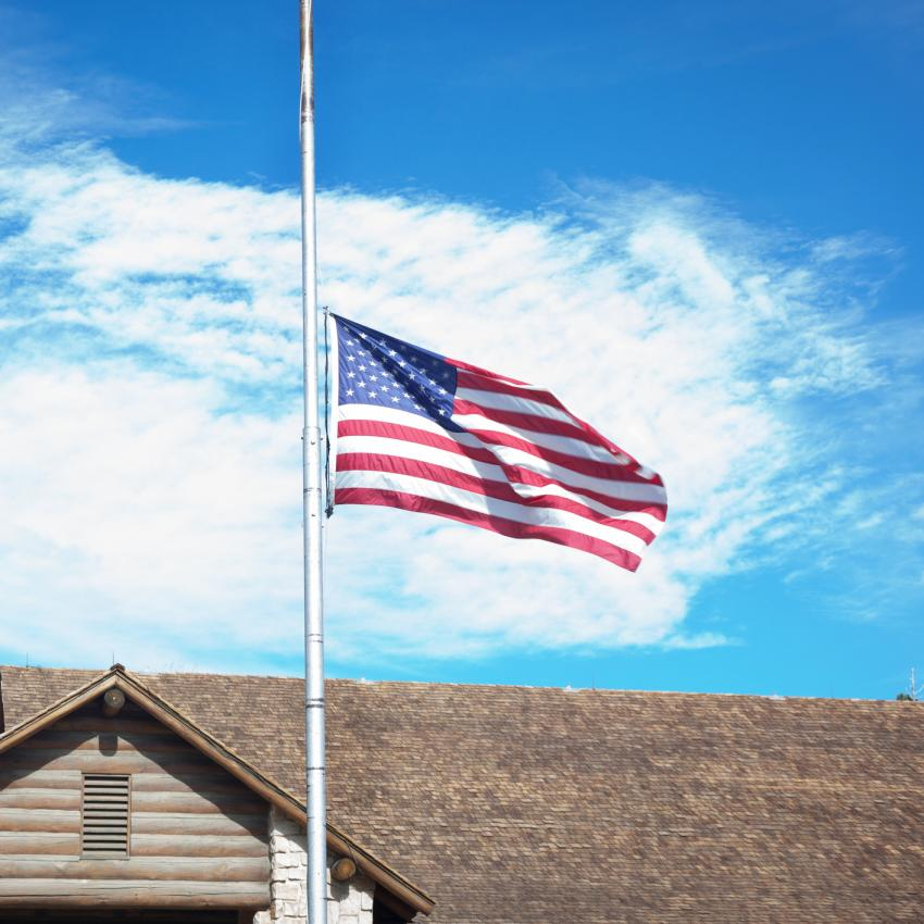 https://cf.ltkcdn.net/kids/images/slide/242408-850x850-half-staff.jpg