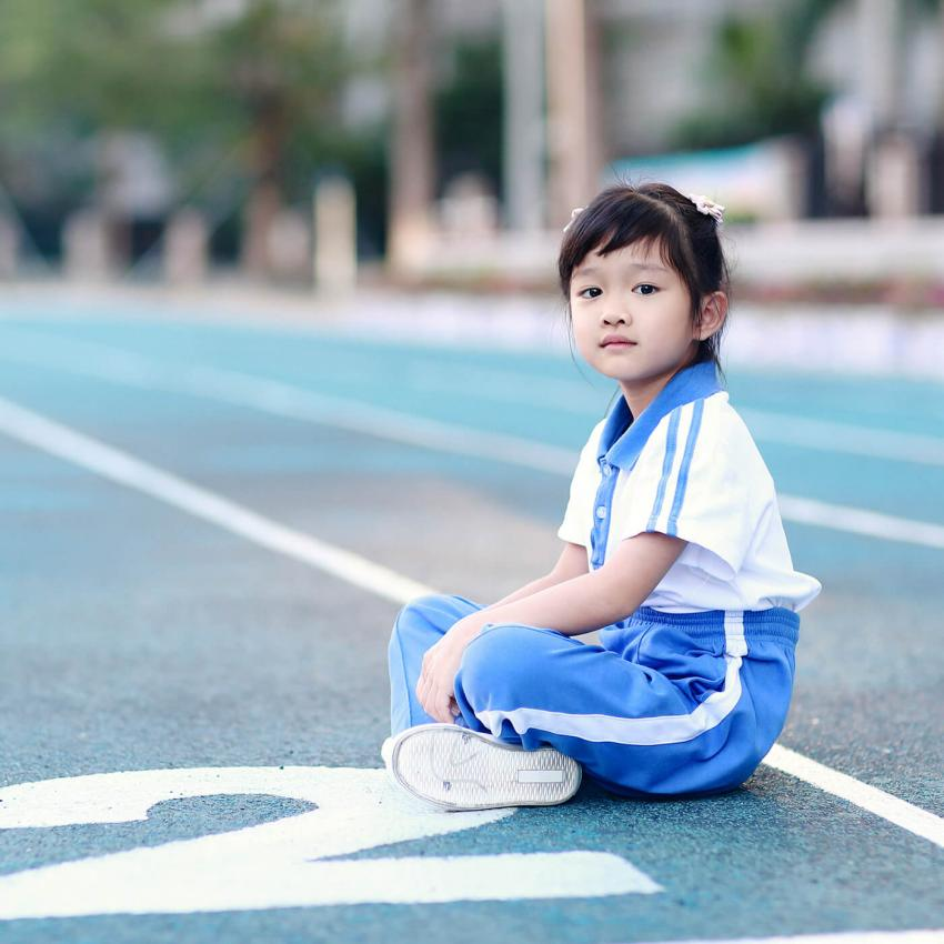 https://cf.ltkcdn.net/kids/images/slide/249329-850x850-12-school-uniform-gallery.jpg