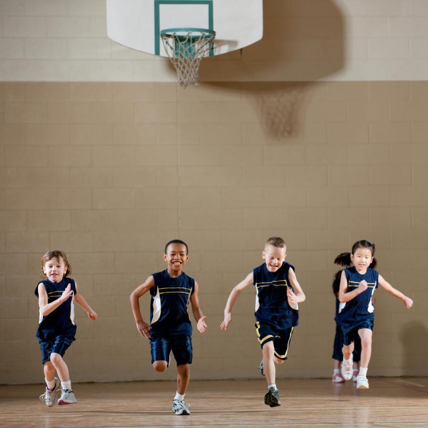 https://cf.ltkcdn.net/kids/images/slide/249332-850x850-16-school-uniform-gallery.jpg
