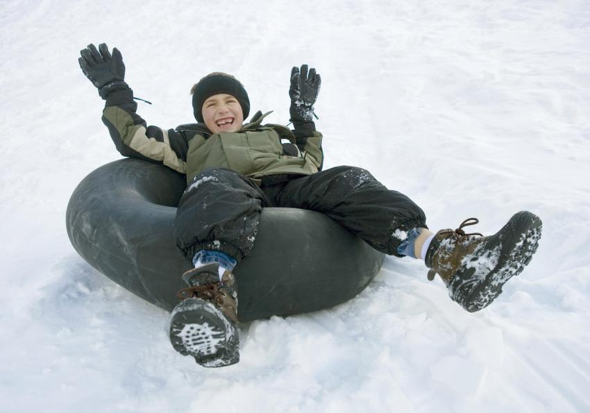 https://cf.ltkcdn.net/kids/images/slide/256193-850x595-8_Snow_Tube.jpg