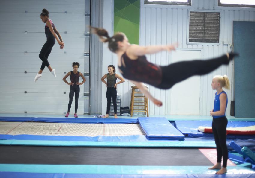 https://cf.ltkcdn.net/kids/images/slide/256239-850x595-15_Gymnastics.jpg