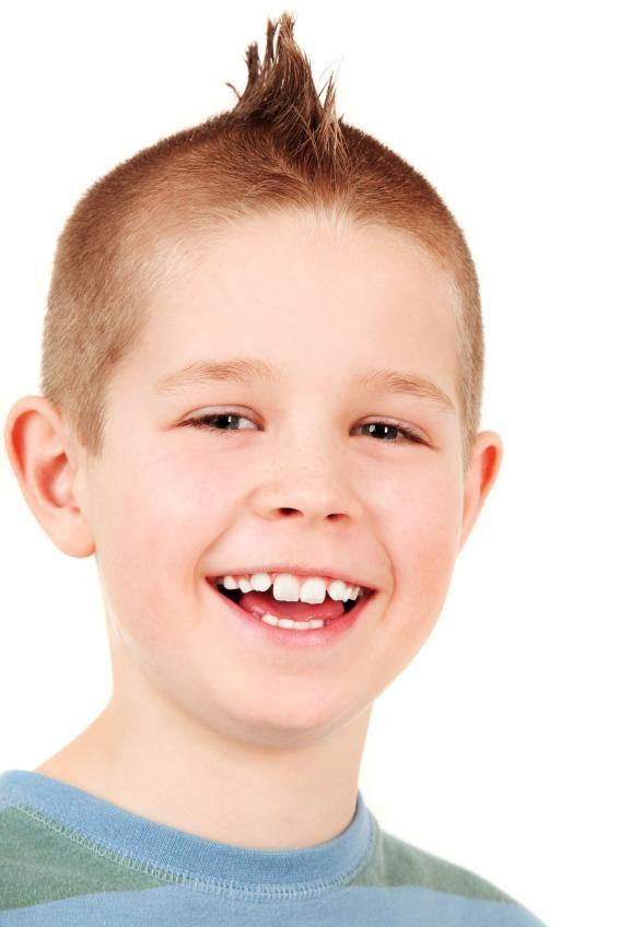 https://cf.ltkcdn.net/kids/images/slide/91926-566x848-kids-haircut.jpg