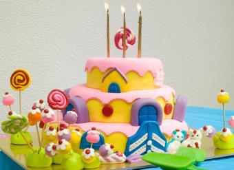 https://cf.ltkcdn.net/kids/images/slide/146908-812x591r1-Candyland-bday-cake.jpg