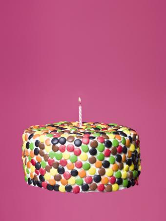 https://cf.ltkcdn.net/kids/images/slide/147347-600x800r1-Cake-covered-in-MandMs.jpg