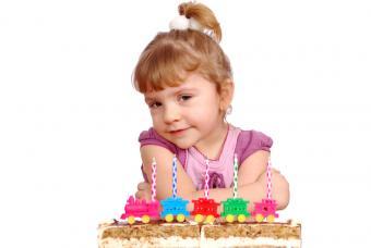 https://cf.ltkcdn.net/kids/images/slide/147351-800x536r1-Toy-decorations.jpg
