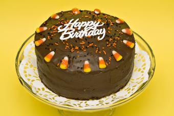 https://cf.ltkcdn.net/kids/images/slide/147352-800x533r1-Candy-corn-bday-cake.jpg