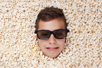 https://cf.ltkcdn.net/kids/images/slide/191360-850x567-boy-with-stereo-glasses-and-popcorn.jpg