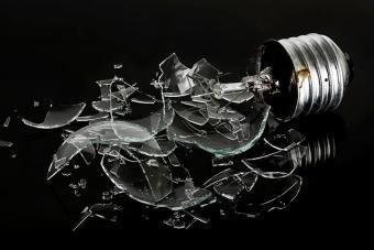 https://cf.ltkcdn.net/kids/images/slide/191375-850x567-Broken-Lightbulb.jpg