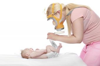 https://cf.ltkcdn.net/kids/images/slide/191579-850x566-mother-changing-baby.jpg