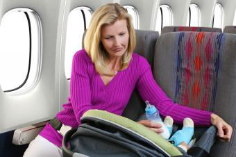 https://cf.ltkcdn.net/kids/images/slide/191584-850x566-mother-and-baby-airplane-travel.jpg