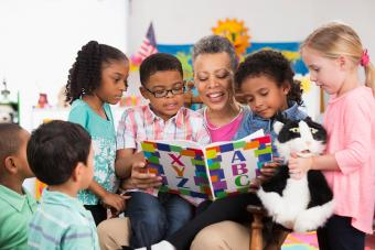 Kindergarten teacher reading to class