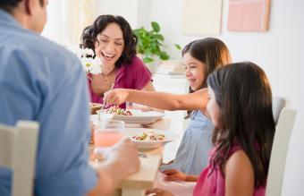 5 Fun Dinner Table Games for Children