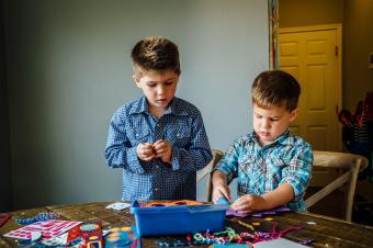 https://cf.ltkcdn.net/kids/images/slide/237823-850x566-Boys-Working-on-Crafts.jpg