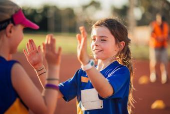 https://cf.ltkcdn.net/kids/images/slide/241057-850x567-girls-high-fiving-after-race.jpg