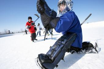 https://cf.ltkcdn.net/kids/images/slide/241059-850x567-ice-hockey-goalie-saving-puck.jpg