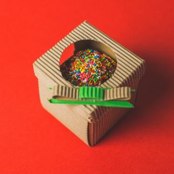 https://cf.ltkcdn.net/kids/images/slide/241223-850x850-sprinkled-cupcake-in-box.jpg