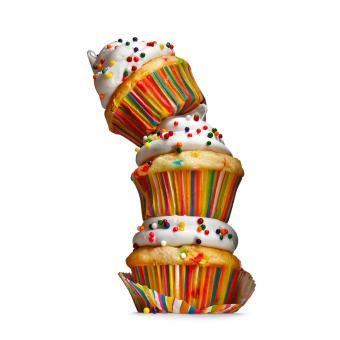 https://cf.ltkcdn.net/kids/images/slide/241230-850x850-striped-cupcakes-with-sprinkles.jpg