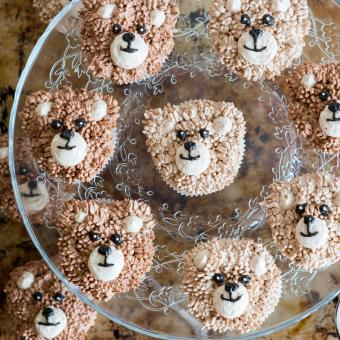 https://cf.ltkcdn.net/kids/images/slide/241231-850x850-brown-bear-head-cupcakes.jpg