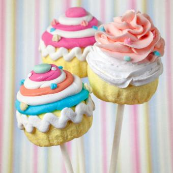 https://cf.ltkcdn.net/kids/images/slide/241234-850x850-colorful-cupcake-pops.jpg
