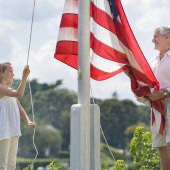 https://cf.ltkcdn.net/kids/images/slide/242407-850x850-rasing-the-flag.jpg
