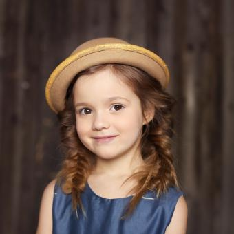 https://cf.ltkcdn.net/kids/images/slide/242493-850x850-girl-with-a-hat.jpg