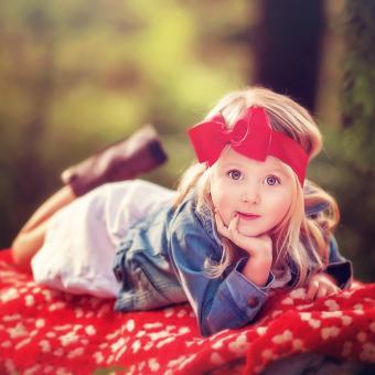 https://cf.ltkcdn.net/kids/images/slide/242732-850x850-big-red-bow.jpg