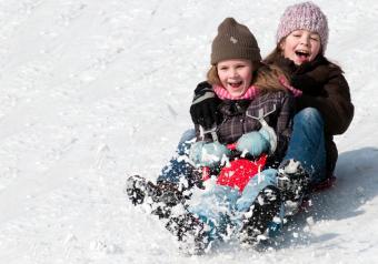 https://cf.ltkcdn.net/kids/images/slide/256187-850x595-2_sledding.jpg