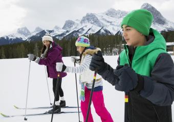 https://cf.ltkcdn.net/kids/images/slide/256189-850x595-4_Cross_Country_Ski.jpg