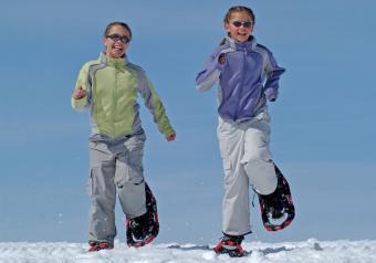 https://cf.ltkcdn.net/kids/images/slide/256190-850x595-5_snowshoeing.jpg