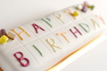 https://cf.ltkcdn.net/kids/images/slide/91903-850x565-kids-cake15.jpg