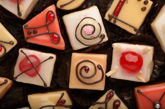 https://cf.ltkcdn.net/kids/images/slide/91911-849x565-mini_cakes.jpg
