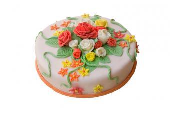 https://cf.ltkcdn.net/kids/images/slide/91935-800x533-kids-cake7.jpg