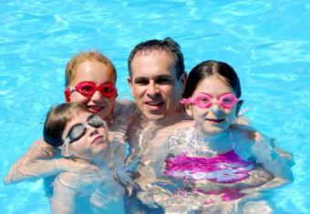 https://cf.ltkcdn.net/kids/images/slide/91987-834x576-happy-swimming-kids.jpg
