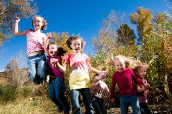 https://cf.ltkcdn.net/kids/images/slide/91988-850x563-happy-jumping-kids.jpg